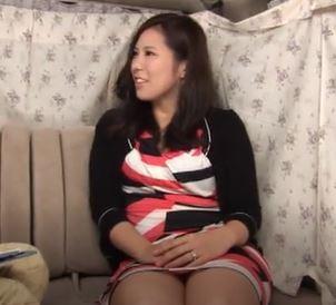 【人妻動画】《ヒトヅマキャッチ》金持ち奥さまはダンナ婦の営みが不満な事が判明しました☆