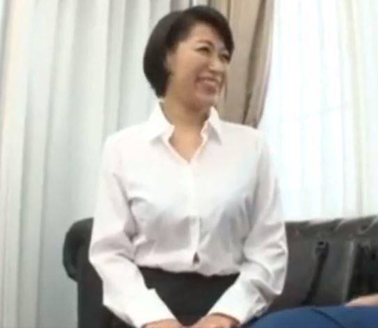 (ヒトヅマムービー)《50代おばさん》若いチンチンが大好物なヒトヅマが乱れ狂って膣内内だしSEX