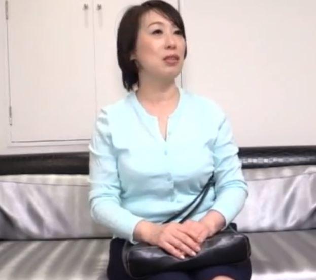 (ヒトヅマムービー)《50代》男根に餓えた豊満おばさんの性欲が余りにもスゴ過ぎて膣内内内に射精・・・