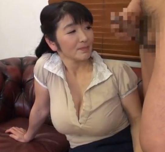 (ヒトヅマムービー)《おばさん企画》触られてもないのにビック男根に膣内内がヌレヌレ・・・