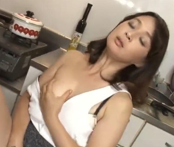 (ヒトヅマムービー)《自慰鑑賞》50代のヒトヅマがボッキシコシコにむらむらしてしまう・・・・安野由美