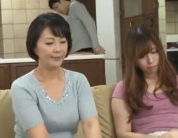 【人妻動画】《熟母の性欲》新鮮なチンチンが欲しくて小娘のものを横取りしてしまう強欲な女の淫らな姿