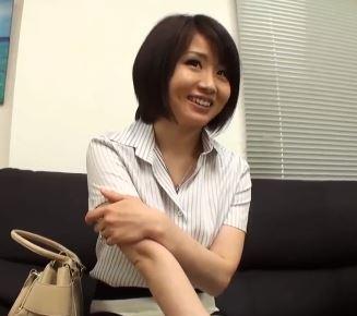 (ヒトヅマムービー)(ヒトヅマキャッチ)純粋だなんて言われたの久しぶり☆そんな女を忘れかけていた奥さまを口説きネトってしまう
