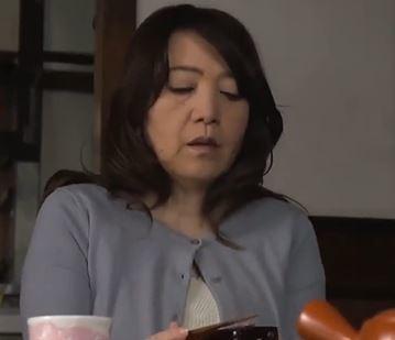 (ヒトヅマムービー)高齢おばさんの性欲…年を重ねても感度良好の膣内内でマラを包み込む