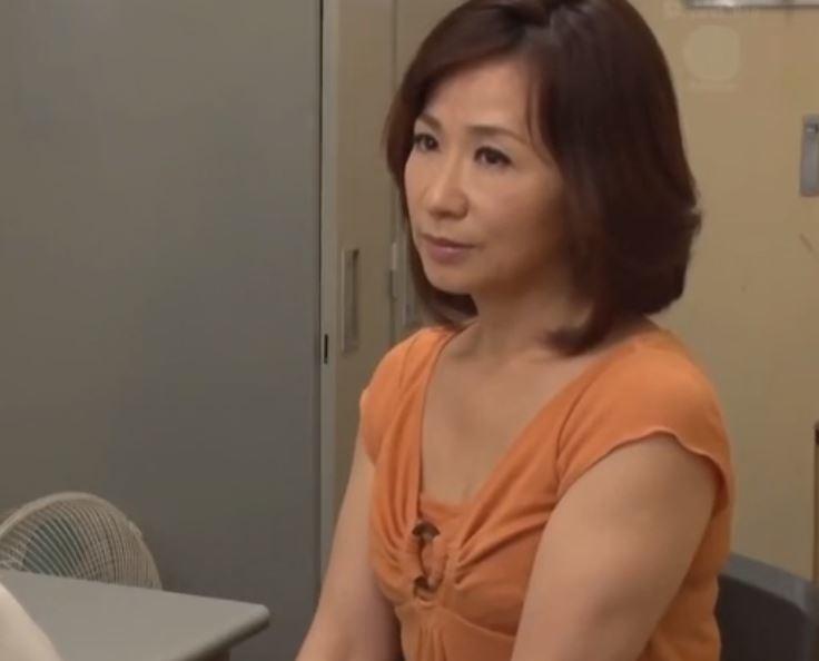 【人妻動画】《50代》平凡な日常を送っていた熟母が本当の姿を曝け出す
