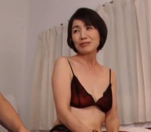 (ヒトヅマムービー)還暦になっても性欲盛んな細身熟妻が余りにもえろ過ぎる
