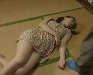 【人妻動画】《ヘンリー塚本》寝ている時に強姦される異様な気持ち良さを覚える性的変態女