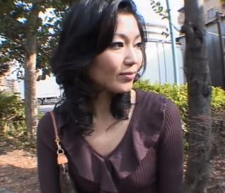 【人妻動画】《ネトられヒトヅマ》若い男に誘われてガチで感じてはげしく乱れる美魔女