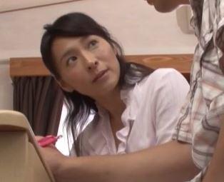 (ヒトヅマムービー)《セックス☆な熟おばさん》わぁぁ元気なのね☆元気棒に子宮が疼きだす