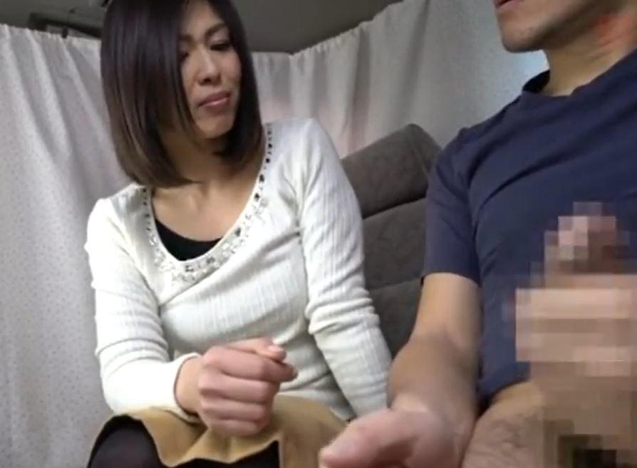 (ヒトヅマムービー)《美魔女キャッチ》経験が豊富な熟妻さんでも生性器にはビンカンに反応してしまう