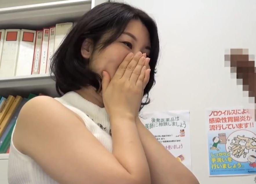 (ヒトヅマムービー)《奥さまキャッチ》巧みな話術で乗せられたヒトヅマがビックマラを見せられ発情した結果