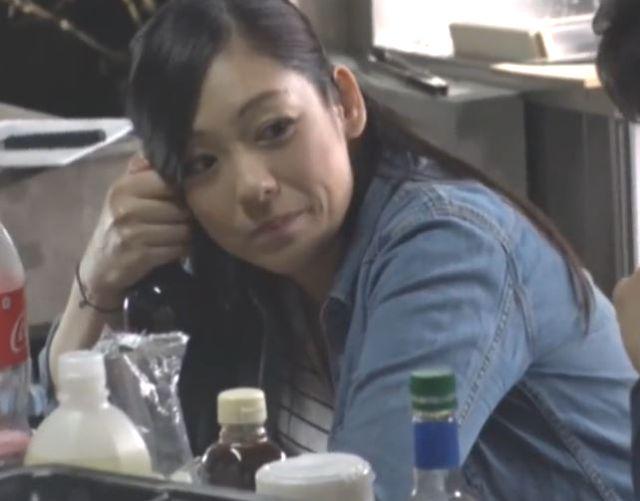 (ヒトヅマムービー)《お母ちゃんさんキャッチ》家庭のストレスを若いチンチンで癒してもらうヨメさん