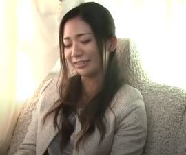 【人妻動画】《ヒトヅマキャッチ》どこから見てもハッピーなベビーカーを押した家族をゲット☆清楚なお母ちゃんにちょっかいだしちゃいました☆