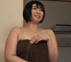 (ヒトヅマムービー)やりまんおばちゃん☆思春期のえろガきたちの性処理の玩具にされる