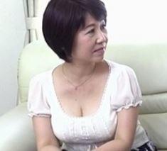 【人妻動画】《おばさん》若い膣内より使い込んだ完熟膣内の方がキモチ良いよ…