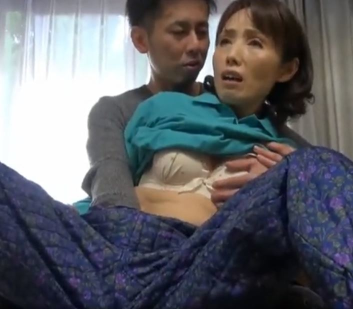 (ヒトヅマムービー)《おばちゃんキャッチ》こんな元気な性器久しぶりでキモチいいわ~