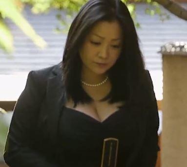 【人妻動画】《小向美奈子》むっちりロケット乳のヒトヅマがゲス男たちに肉便器にされる