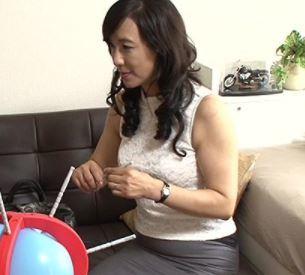 【人妻動画】《おばさんキャッチ》新鮮なチンチンが大好物の美魔女の性欲が開花する