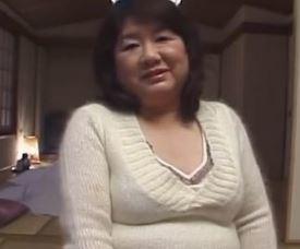 【人妻動画】《初脱ぎおばちゃん》どこにでも居そうな熟妻の肉弾で圧巻なSEX