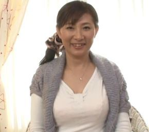 【人妻動画】《初撮り人妻》美巨乳奥さんが猛烈ぴすとんに凄いキモチイイ~禁断のナカ出しSEX☆