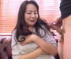 【人妻動画】《自慰鑑賞》元気でおっきいチンチンに膣内ヌレヌレドSおばさん