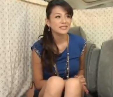 【人妻動画】《美魔女キャッチ》こんなにエレガントで良い女なのに欲求不満なの?