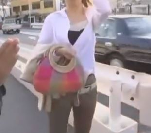 【人妻動画】《奥さまキャッチ》街で手当たり次第に声かけて罠にかけて見ました☆