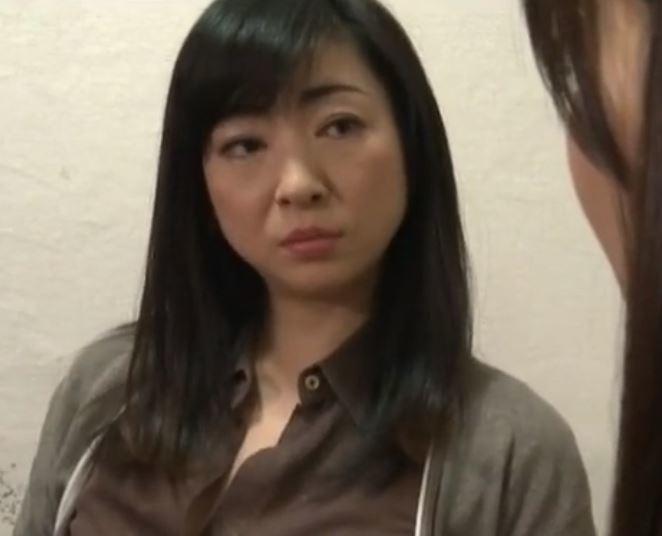 【人妻動画】《ヘンリー塚本》女性専用独身寮の管理人おばさんは男も女も食べまくり