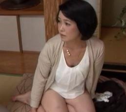 【人妻動画】はげしい交わりに喘ぎ狂う絶倫すけべ50代の人妻とムスコの肉欲です