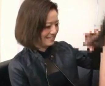 【人妻動画】《シロウトキャッチ》恥ずかしながらもスイッチが入るとガチモードです