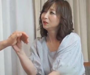 【人妻動画】《美魔女キャッチ》こんなに清楚な女なのに欲求不満なんて嘘だよね