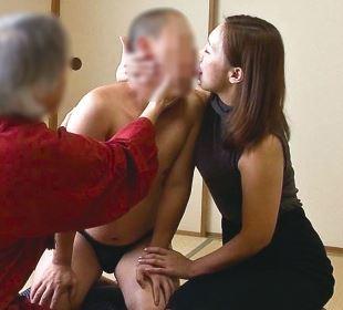 【人妻動画】ムスコを思いながらも除霊の方法に戸惑う母親は果たして近親〇姦するのだろうか☆