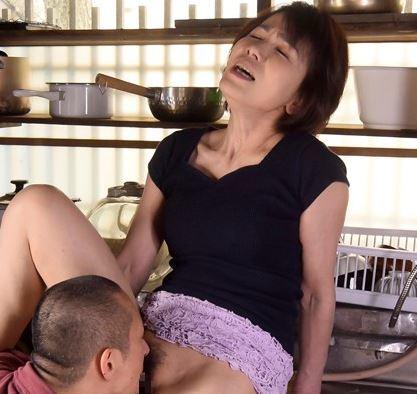 (ヒトヅマムービー)セックス☆な完熟おばさん・・使い込んだ膣内内はヌルヌル感度良好ですよ