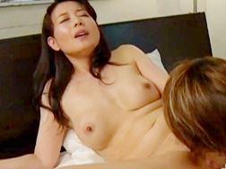 【四十路】うぶなペニスを性欲解消に利用するオバさん三浦恵理子