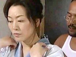 【ヘンリー塚本】親方様の命令で抱かれる侍女のオバ様風見京子