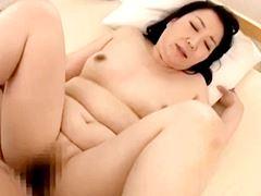 【五十路】何度も痙攣アクメを迎え段腹を震わすオバさん 徳島美沙