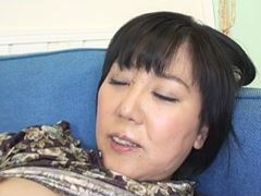 【五十路】性欲の塊の主婦が若者を誘惑して召し上がる!袖川弥生