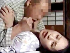 【ヘンリー塚本】嫌々な性交渉のはずが思いっきり感じてしまうオバさん 東早苗