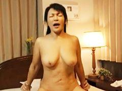 【五十路】若者の上で腰を振りまくるムッチリ主婦 宝田さゆり
