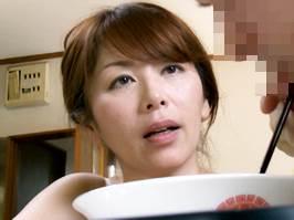 【ヘンリー塚本】絶倫の青年に性の捌け口にされる主婦 翔田千里