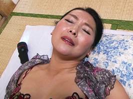 【五十路】腰周りがだぶついたマダムが若者チ○ポでイキまくる 松岡瑠実