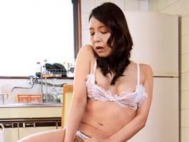 【四十路】清楚に見える美人妻は性欲旺盛だった。 水上由紀恵
