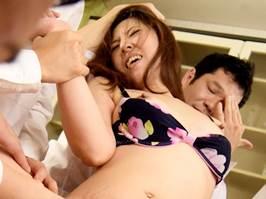 【四十路】息子の悪友に集団でレ〇プされた美人ママさん 生稲さゆり