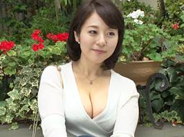 【四十路】垂乳の美マダムが若いチ○ポに種付けされる 牧村彩香