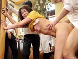 【四十路】息子のクラスメイトに毎日ハメられている主婦 栗野葉子
