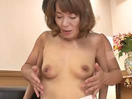【五十路】性欲が強くて子宮が疼くマダムが若い男に股開き 阿川美津子