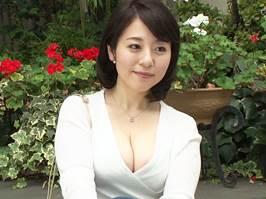 【四十路】Gカップを誇る巨乳がセクシーな美人主婦 牧村彩香