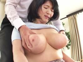 【五十路】揉み応え最高なボインなおっぱいマダム 上島美都子