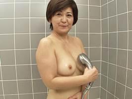 【五十路】月2回の夫婦の営みじゃ物足りずAVに出るマダム 山口寿恵