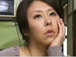 【ヘンリー塚本】後背位から若者に激しく突かれアヘ顔になる主婦 菊川麻里